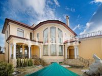 three-storied house for sale 390 sq. m., 6 hundred parts Odessa