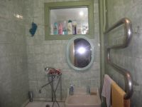 three-room house for sale 70 sq. m., 6 hundred parts Obukhov