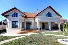 three-storied house for sale 502 sq. m., 10 hundred parts Illichivsk