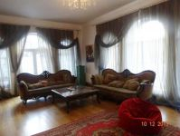 three-storied house for sale 650 sq. m., 19 hundred parts Odessa