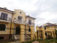 three-storied house for sale 560 sq. m., 10 hundred parts Odessa
