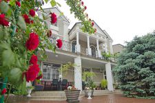 three-storied house for sale 647 sq. m., 8 hundred parts Odessa
